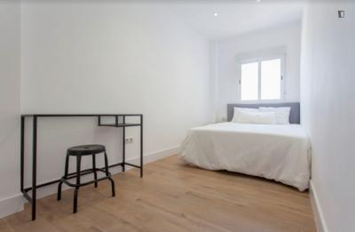 Amazing double bedroom in a 5-bedroom apartment near València-Cabanyal train station