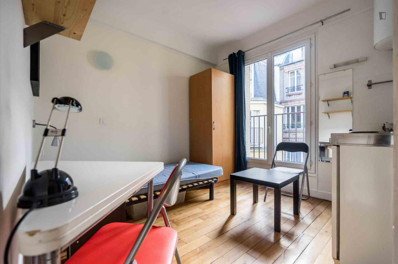 Rue Gaston Couté, 18th arrondissement of Paris, FR-75 - 698 EUR/ month