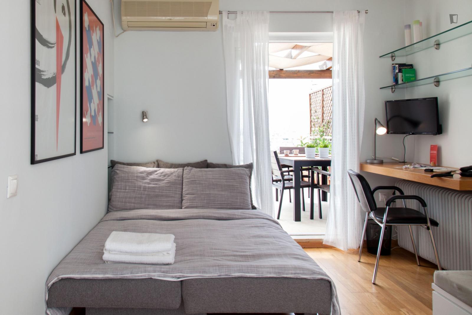 Karneadou street, Athens, WI - 970 EUR/ month