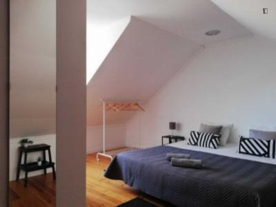 Comfy double bedroom close to Martim Moniz Metro
