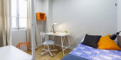 Single bedroom in a 15-bedroom flat, in Gaztambide