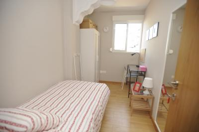 Affordable single bedroom in a 7-bedroom flat in L'Eixample