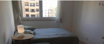 Single bedroom with a balcony, in Alvalade