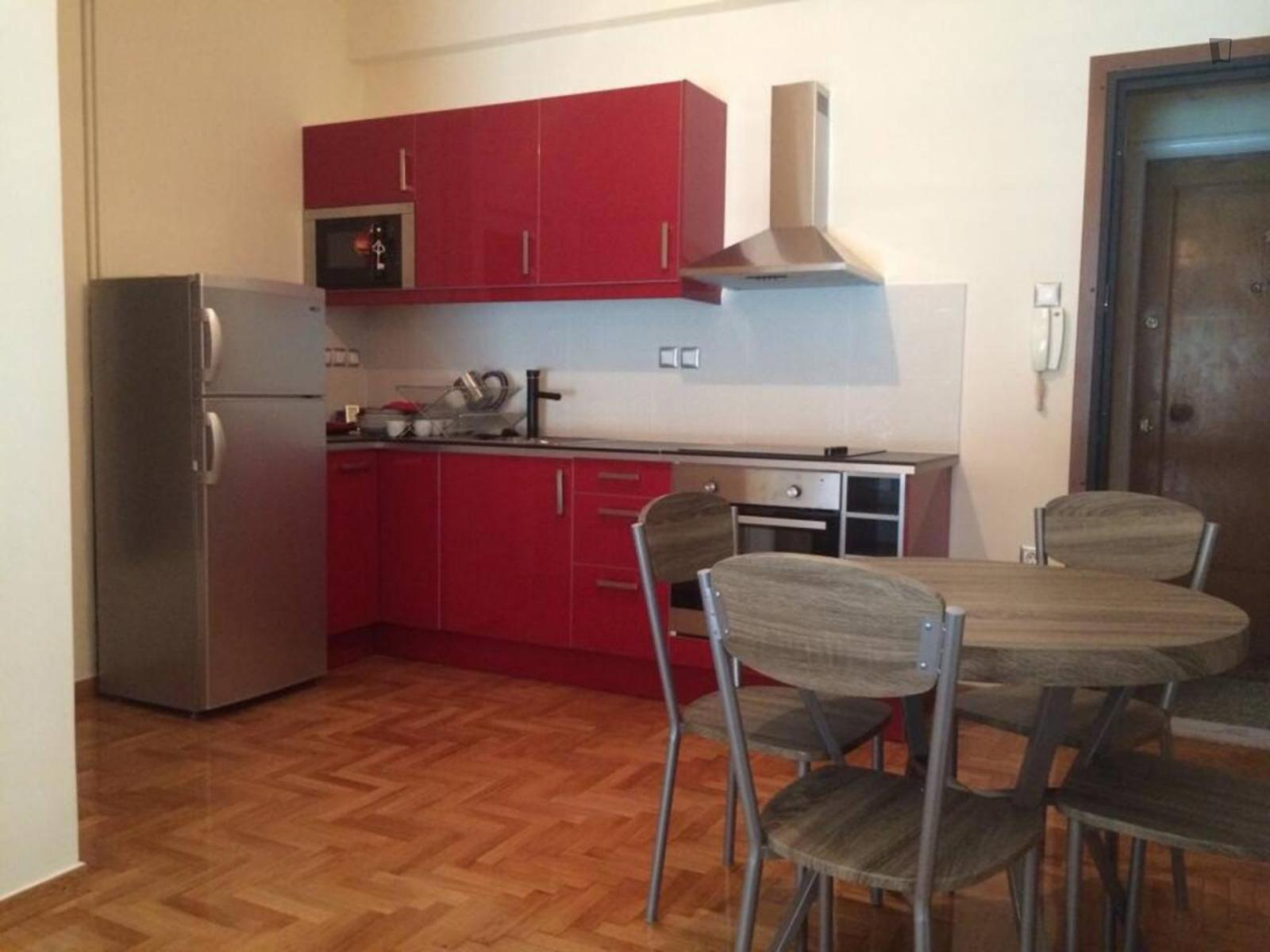 Veikou, Athens, GR-I - 450 EUR/ month