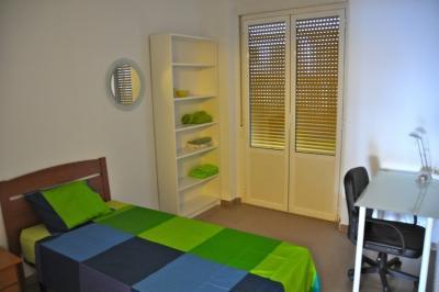 Comfy single bedroom next to Àngel Guimerà metro station