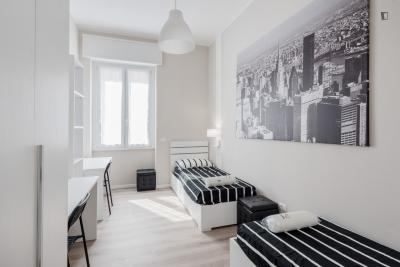 Single Bed in Nice Bedroom Close to Missori