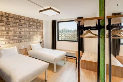 Cool twin ensuite bedroom, in a hostel near Colonel Fabien metro station