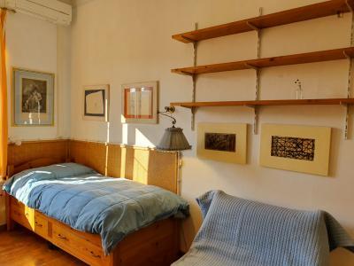 Single bedroom in 2 bedrooms apartment