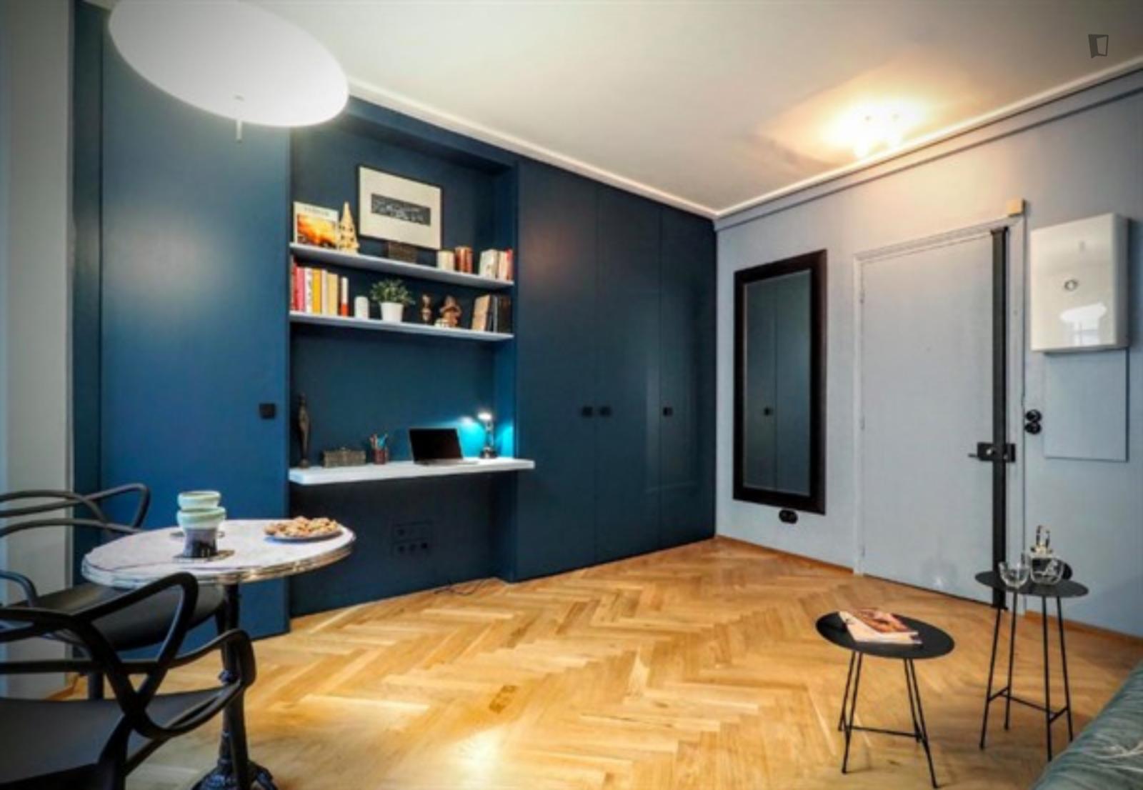 Rue de Vaugirard, 6th arrondissement of Paris, FR-75 - 1,610 EUR/ month