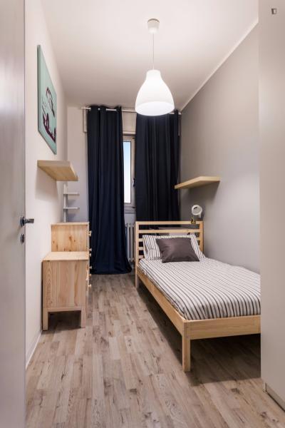 Snug single room in Quarto Cagnino