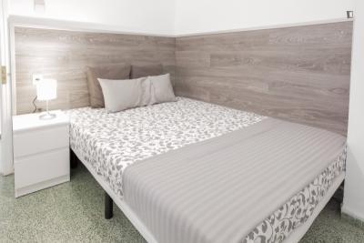 Interesting double bedroom in Valencia