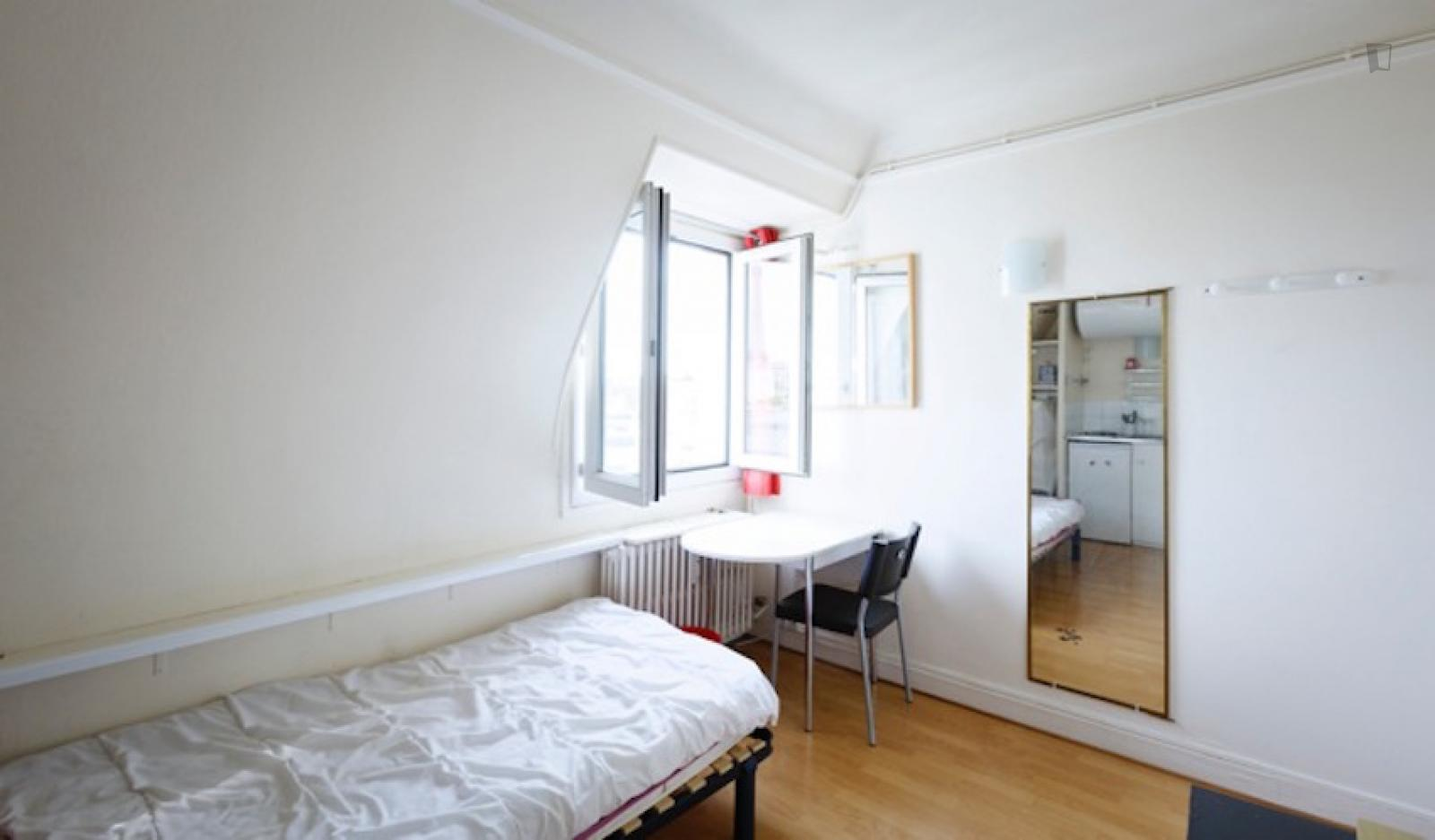 Rue Copernic, 16th arrondissement of Paris, FR-75 - 783 EUR/ month