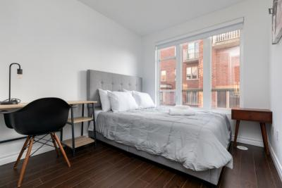 Well-lit double bedroom in Junction Triangle