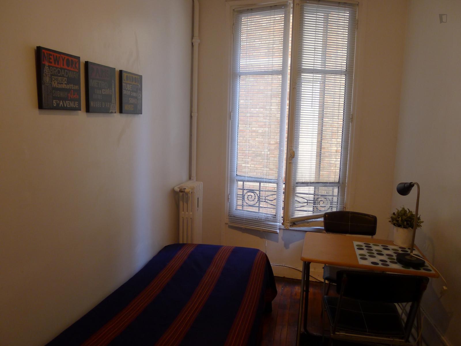 Rue Saint-Romain, 6th arrondissement of Paris, FR-75 - 620 EUR/ month