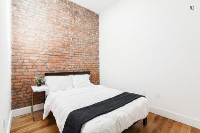 Free Cleaning, WiFi, Utilities - Fully Furnished Room