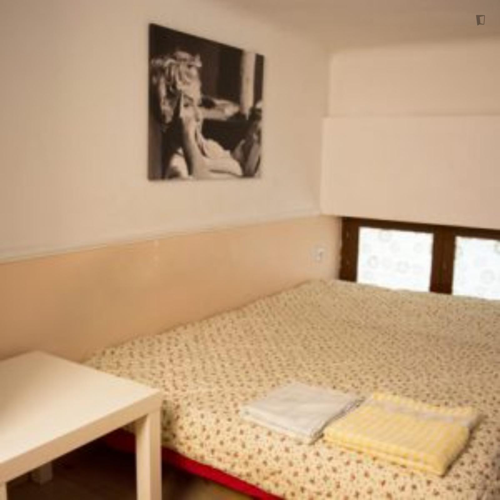 Asimaki Fotila, Athens, WI - 350 EUR/ month