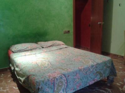 Double bedroom in a 8-bedroom flat in Sants