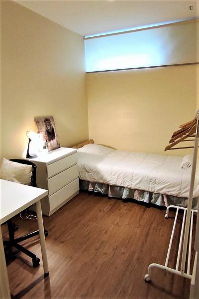 Stanza singola in una casa di 10 stanze
