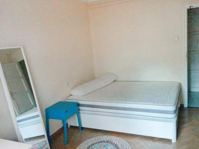 Stanza matrimoniale in un appartamento di 6 stanze