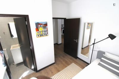 Multiple beds bedroom, with private bathroom, nearby metro Combatentes