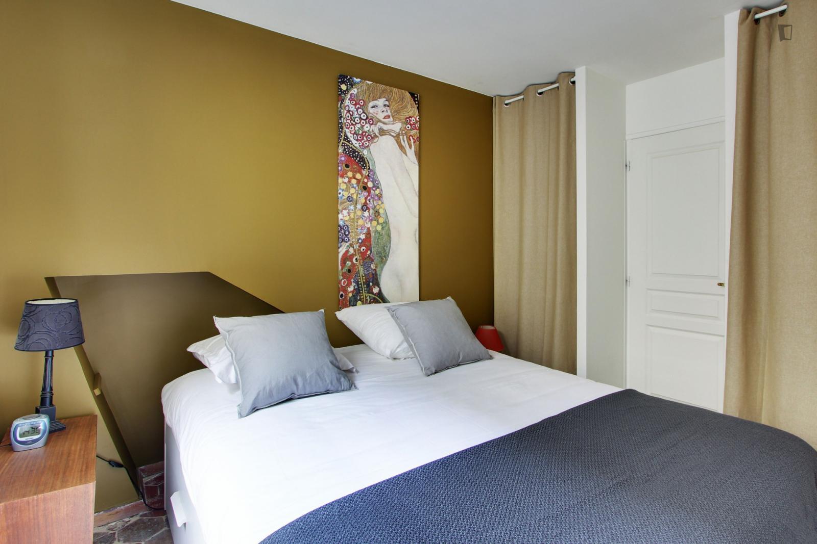 Rue Saint Denis, 2nd arrondissement of Paris, FR-75 - 1,767 EUR/ month