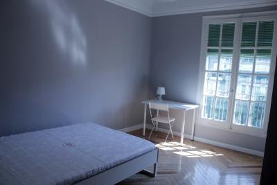 Practial single bedroom in an 8-bedroom flat, in Castellana neighbourhood