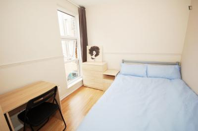 Double bedroom near Archway tube station