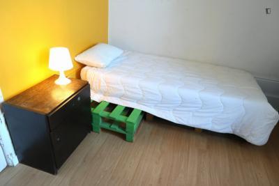Cosy single bedroom close to Faculdade de Letras de Universidade do Porto