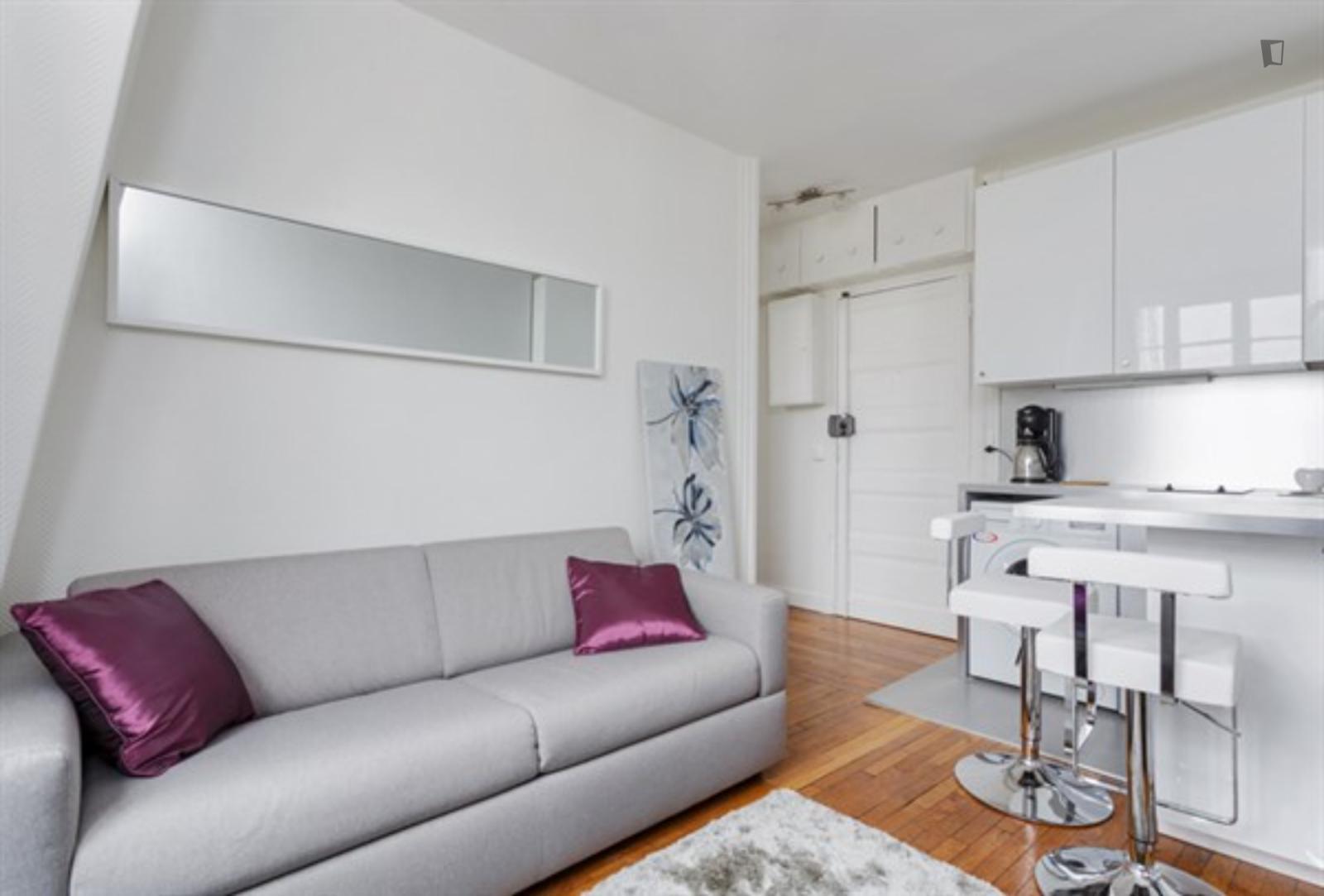 Rue de Vaugirard, 6th arrondissement of Paris, FR-75 - 1,250 EUR/ month