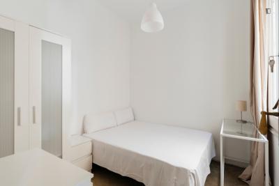 Double bedroom in 14-bedroom apartment