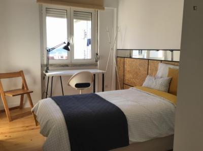 Amazing bedroom in Restelo