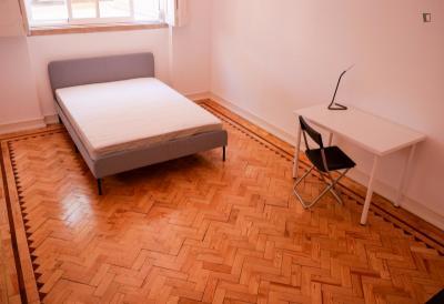 Double bedroom in a 5-bedroom apartment near Areeiro Metro
