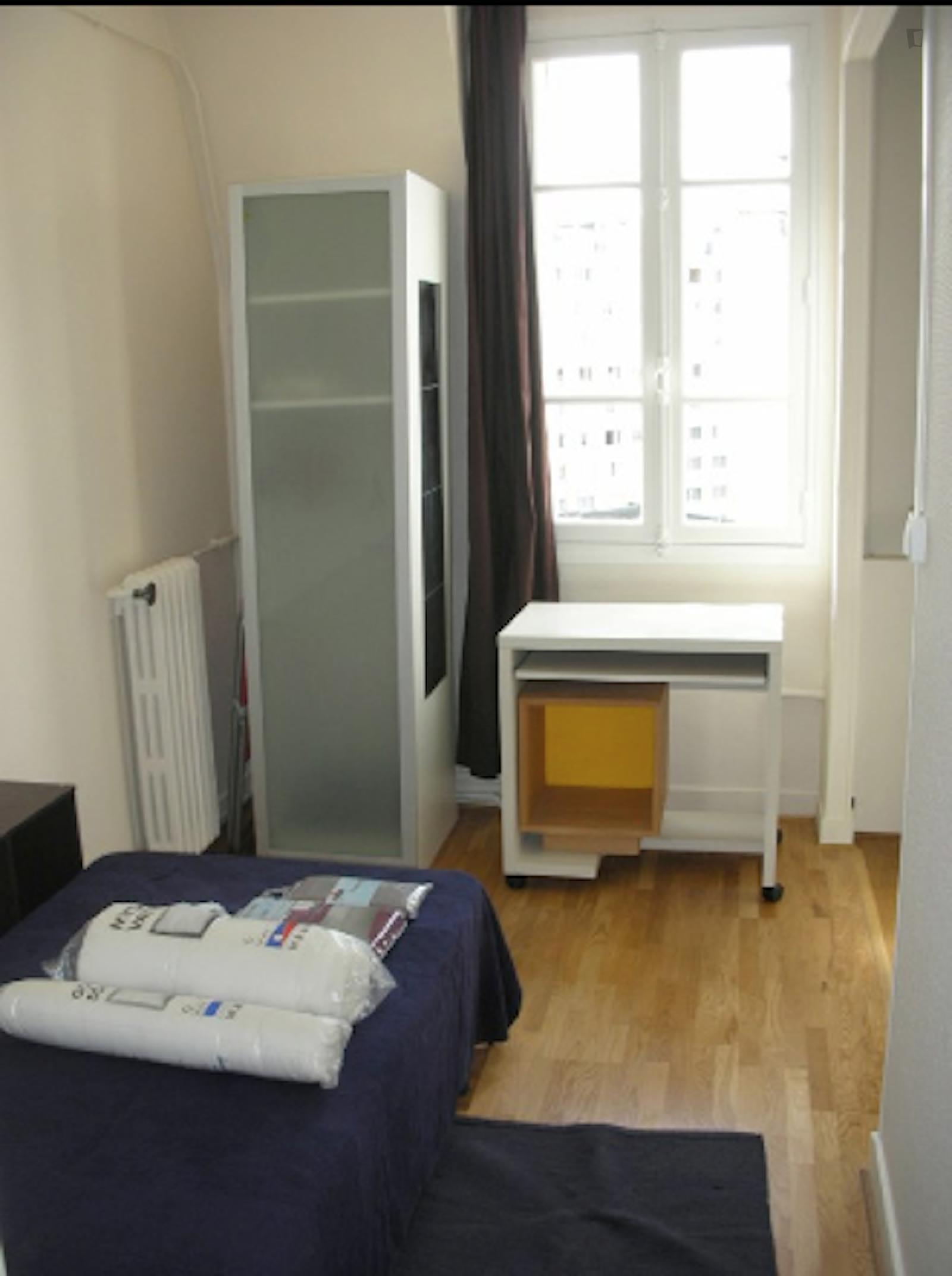 Rue Michel Ange, 16th arrondissement of Paris, FR-75 - 970 EUR/ month