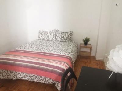 Double bedroom in 11-bedroom apartment in beautiful Opera