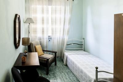 Camera singola in un appartamento di 3 camere da letto a for Camere da letto firenze