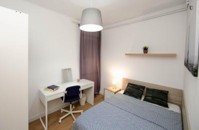 Appealing double bedroom in a student flat, in L'Antiga Esquerra de l'Eixample