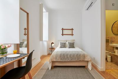Pleasant 1-bedroom apartment close to Anjos subway station