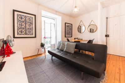 Very neat 1-bedroom apartment in classic Bica