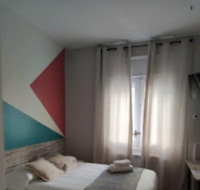 Cute double bedroom near the Iglesia metro