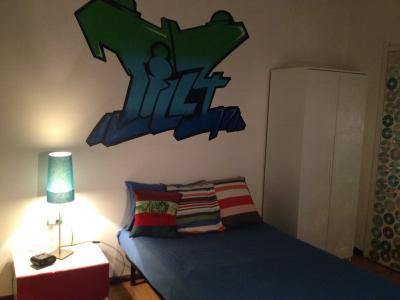 Confortevole camera da letto in appartamento residenziale ref 45849 500 milano - Camera da letto milano ...