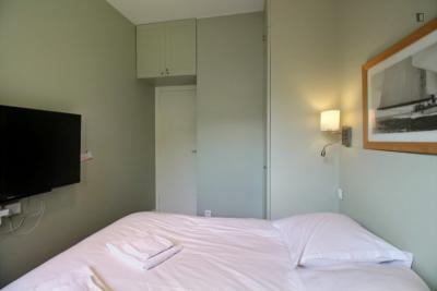 Cozy 1-bedroom apartment near Fondation Louis Vuitton