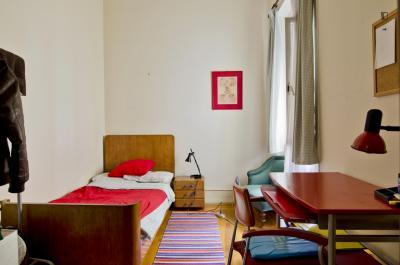 Splendid single bedroom in a large flat, in pleasant São Bento