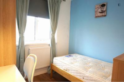 Colourful single bedroom near the Mornington Crescent tube