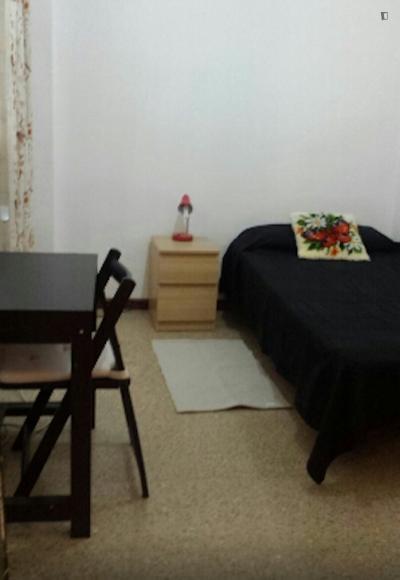 Comfy single bedroom in La Sagrera