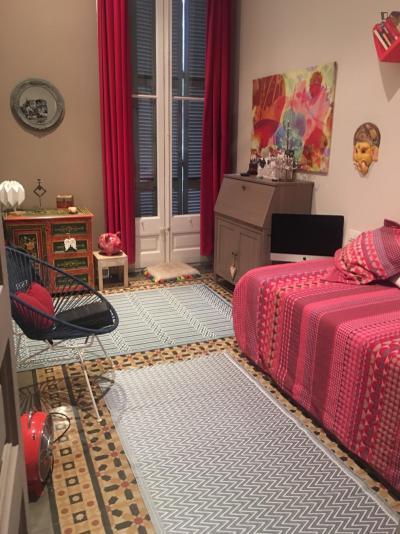 Lovely single bedroom in El Fort Pienc