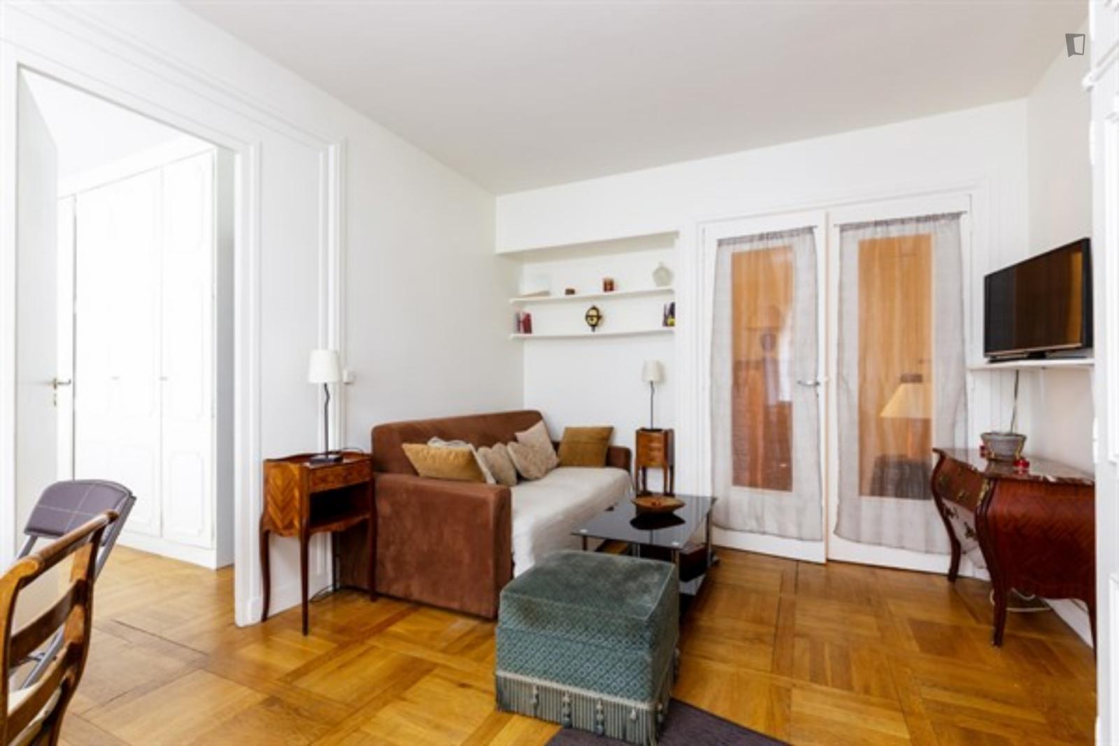 49 Rue Pergolèse, 16th arrondissement of Paris, FR-75 - 1,500 EUR/ month