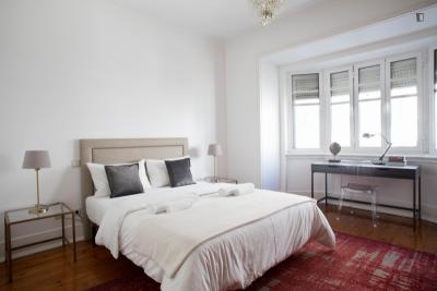 Lovely ensuite bedroom close to Marquês de Pombal Metro Station - Portable WIFI