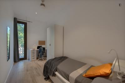 Welcoming single bedroom near Universitat de Barcelona