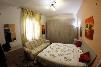 Comfortable double bedroom close to Università degli Studi di Firenze