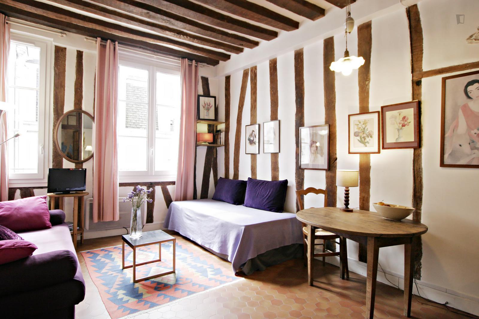 Rue de l'Hôtel Colbert - 1500EUR / month